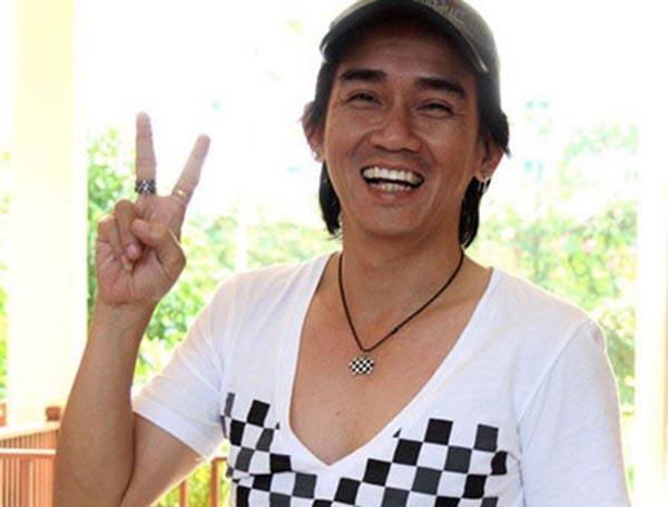 Minh Thuận vẫy tay chào tạm biệt người thân - Ảnh 1.