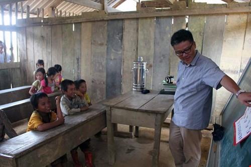 2 năm trước GS Ngô Bảo Châu dạy học trên nền đất, 2 năm sau nơi ấy đã là lớp học khang trang - Ảnh 2.