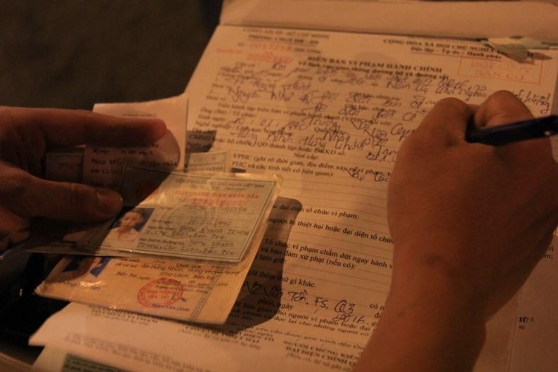 Tính riêng tại Đội CSGT Phú Lâm, từ 16.8 đến 4.9.2016 đã lập biên bản 75 trường hợp vi phạm nồng độ cồn. Tại Đội CSGT Rạch Chiếc và Đội CSGT An Sương, mỗi tối lập biên bản khoảng 10 trường hợp vi phạm nồng độ cồn, trong đó chủ yếu là người điều khiển xe máy