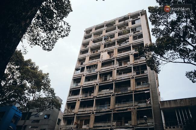 Chuyện bí ẩn về tòa khách sạn bề thế một thời, nay đã bỏ hoang của ông trùm giới tài phiệt Sài Gòn xưa - Ảnh 2.