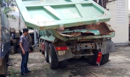 Nhiều thiết bị xe tải gây sập cầu bị giữ tại Công an huyện Ea Kar (Đắk Lắk) đã hoen gỉ.