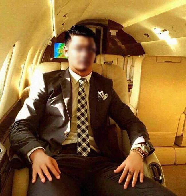 Chàng trai Việt sống ảo nhất năm: Ghép mặt vào ảnh Ronaldo, tự nhận mình là chủ nhân phi cơ riêng 19 triệu Euro - Ảnh 1.