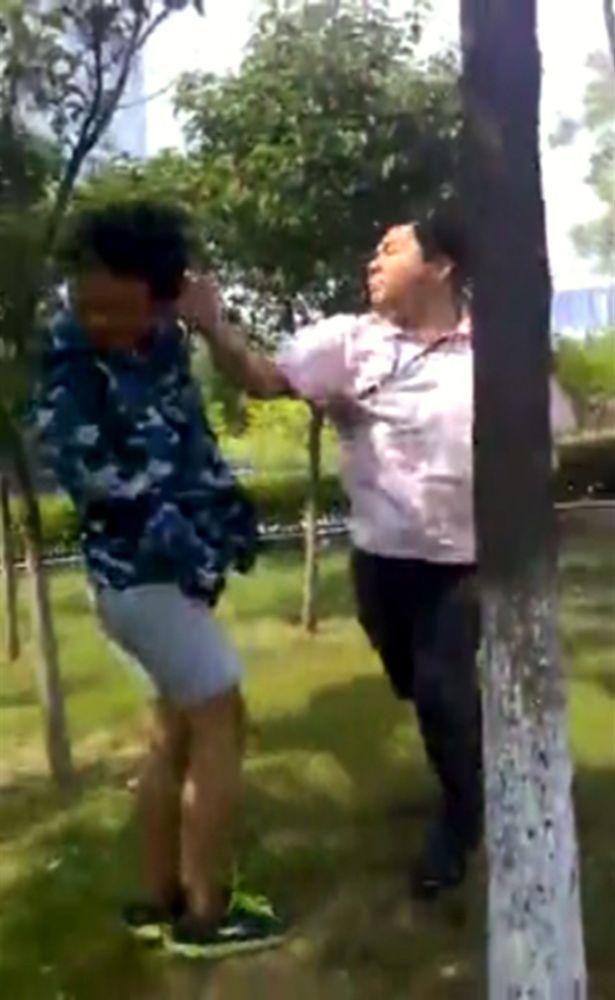 Giảng viên đại học tát và xúc phạm sinh viên trước cổng trường vì đi muộn - Ảnh 2.