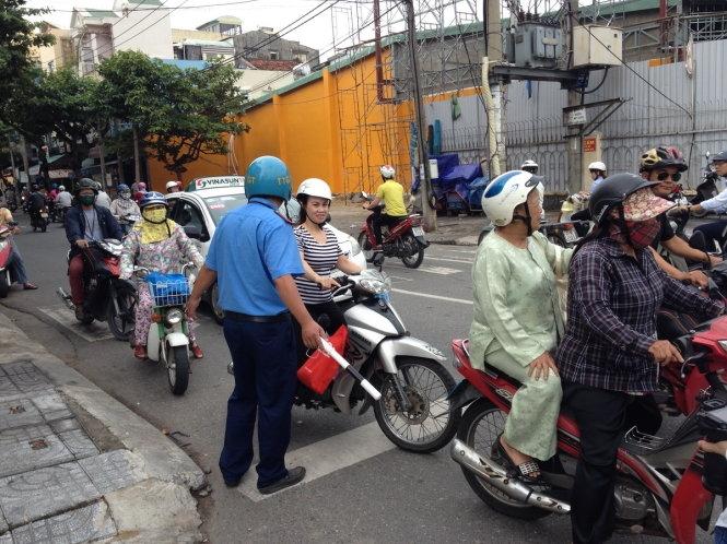 Giao thông Đà Nẵng hỗn loạn vì chặn đường làm hầm