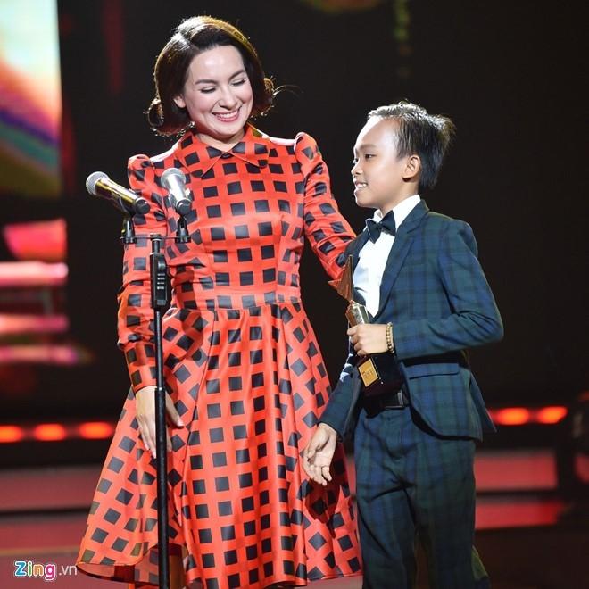 Ho Van Cuong danh bai Son Tung gianh giai Ca si an tuong hinh anh 4