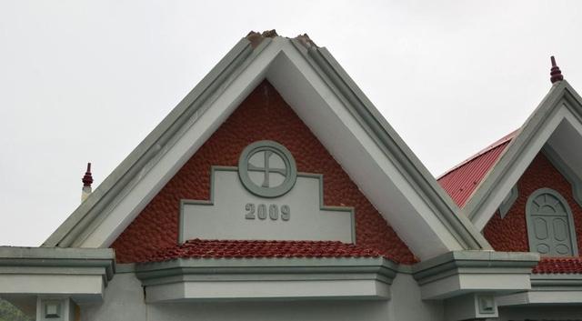 Ngôi nhà anh Dũng bị sét đánh cắt nóc mái nhà