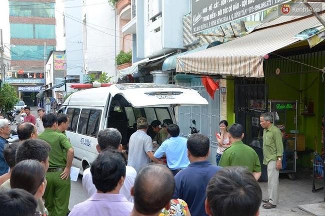 Người đàn ông chết bất thường ở Sài Gòn với dây điện quấn quanh người - Ảnh 2.