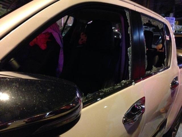 Vụ nổ khiến một số xe hơi bị hư hại. (Ảnh: CNA)