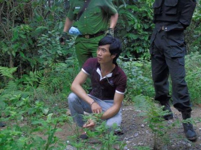 Trước khi bị bắt, Tẩn Láo Lở thường xuyên trèo lên cây cổ thụ, trên núi đá cao quan sát xem trinh sát có mặt ở đâu. Ảnh: N.T