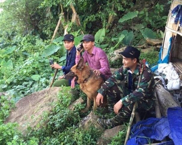 Các trinh sát đã phải trải qua 25 ngày trong rừng sâu để truy bắt hung thủ.