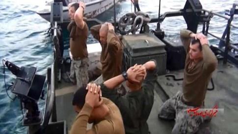 Tàu tấn công nhanh Iran lại cản đầu tàu chiến Mỹ trên Vùng Vịnh - ảnh 2