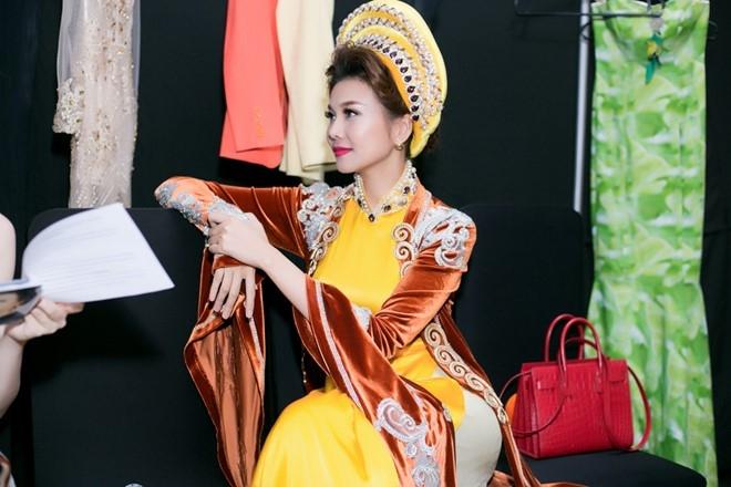 Thanh Hang no luc giu vi tri so mot tren san catwalk hinh anh 6