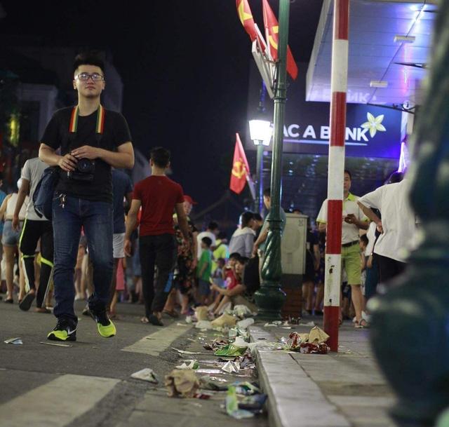 Thí điểm phố đi bộ ở Hà Nội: Tiểu thương than khó, Quận hứa hỗ trợ - 1