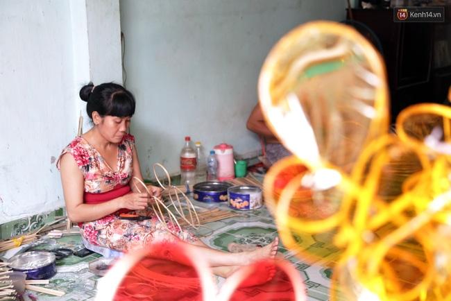 Xóm lồng đèn truyền thống lớn nhất Sài Gòn nhộn nhịp đón Tết Trung thu - Ảnh 3.