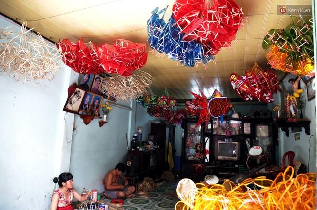 Xóm lồng đèn truyền thống lớn nhất Sài Gòn nhộn nhịp đón Tết Trung thu - Ảnh 10.
