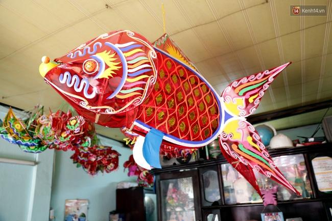 Xóm lồng đèn truyền thống lớn nhất Sài Gòn nhộn nhịp đón Tết Trung thu - Ảnh 11.