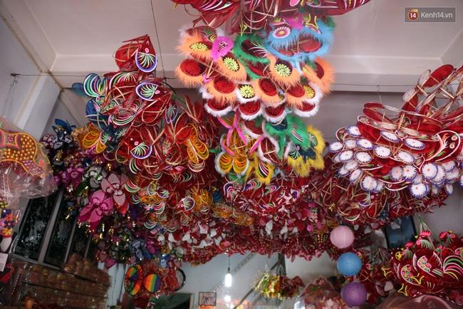 Xóm lồng đèn truyền thống lớn nhất Sài Gòn nhộn nhịp đón Tết Trung thu - Ảnh 12.