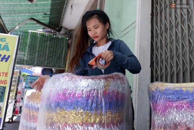 Xóm lồng đèn truyền thống lớn nhất Sài Gòn nhộn nhịp đón Tết Trung thu - Ảnh 13.
