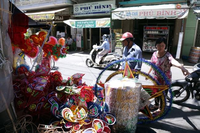 Xóm lồng đèn truyền thống lớn nhất Sài Gòn nhộn nhịp đón Tết Trung thu - Ảnh 14.