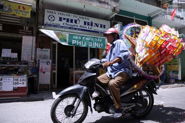 Xóm lồng đèn truyền thống lớn nhất Sài Gòn nhộn nhịp đón Tết Trung thu - Ảnh 16.