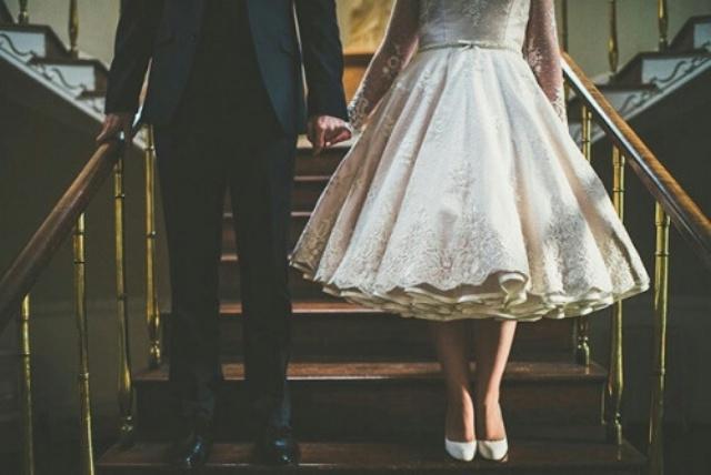 Bi hài chuyện yêu phải chàng keo kiệt: Ra mắt đi tay không, thuê váy cưới cô dâu tự trả tiền vì... anh không mặc - Ảnh 3.