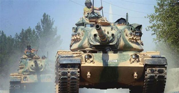 Trang Almasdar News cho biết 2 xe tăng Thổ Nhĩ Kỳ đã bị phiến quân phá hủy. (Nguồn: Almasdar News)