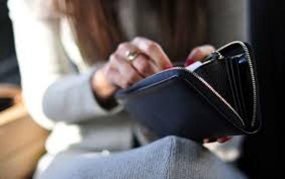 vợ chồng, hôn nhân, tay hòm chìa khóa, vợ giữ tiền,