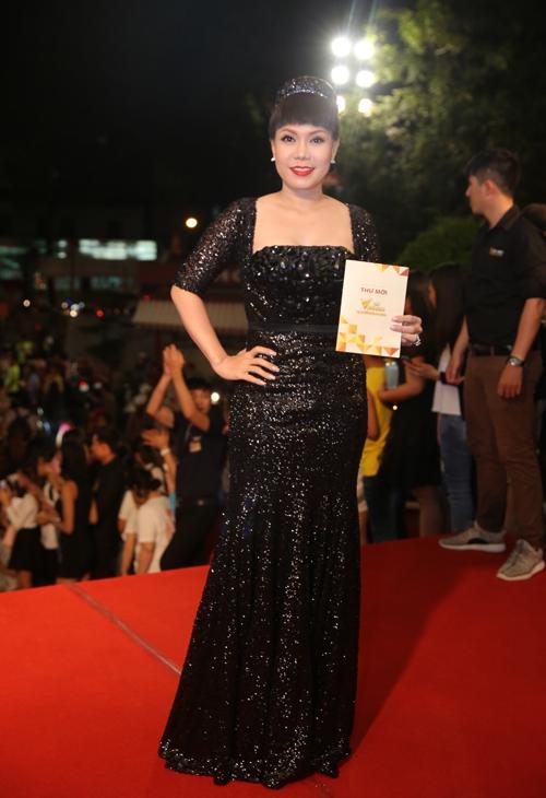 dan-sao-long-lay-tren-tham-do-vtv-awards-5