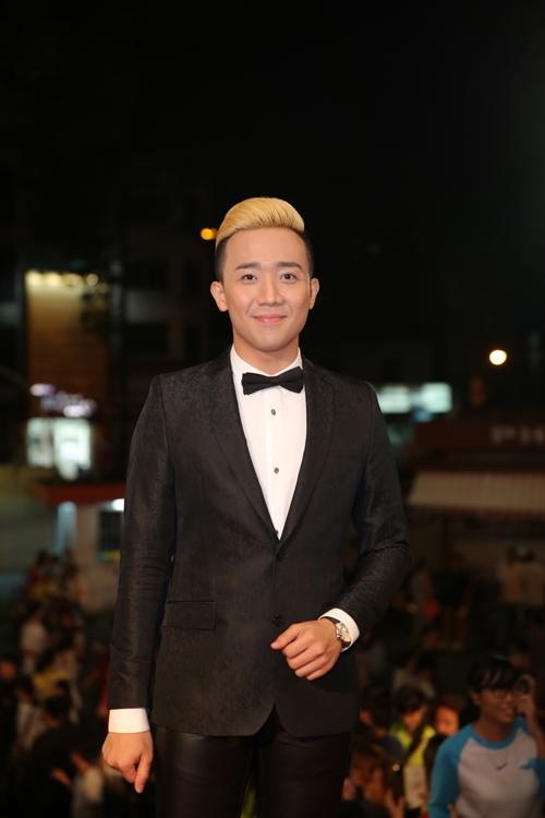 dan-sao-long-lay-tren-tham-do-vtv-awards-11