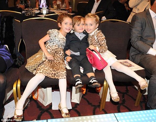 Giới siêu giàu nước Anh: Chi 60 triệu đồng thuê chuyên viên dạy con ngồi bô, mua nhà riêng cho bảo mẫu... - Ảnh 3.