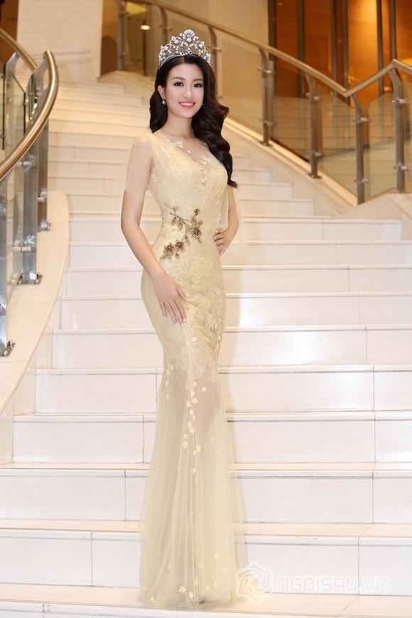 Hoa hậu Mỹ Linh rạng rỡ 0