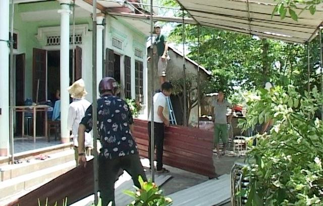 Người nhà đang làm đám tang cho nạn nhân