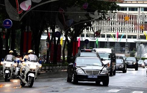 Không mang xe riêng, Tổng thống Pháp di chuyển bằng xe gì tại Việt Nam? - ảnh 2