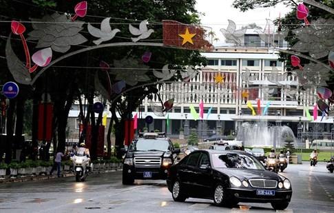 Không mang xe riêng, Tổng thống Pháp di chuyển bằng xe gì tại Việt Nam? - ảnh 3