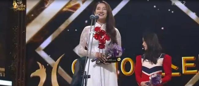 Nhã Phương bất ngờ thắng giải Ngôi sao Châu Á tại Seoul International Drama Awards 2016 - Ảnh 2.