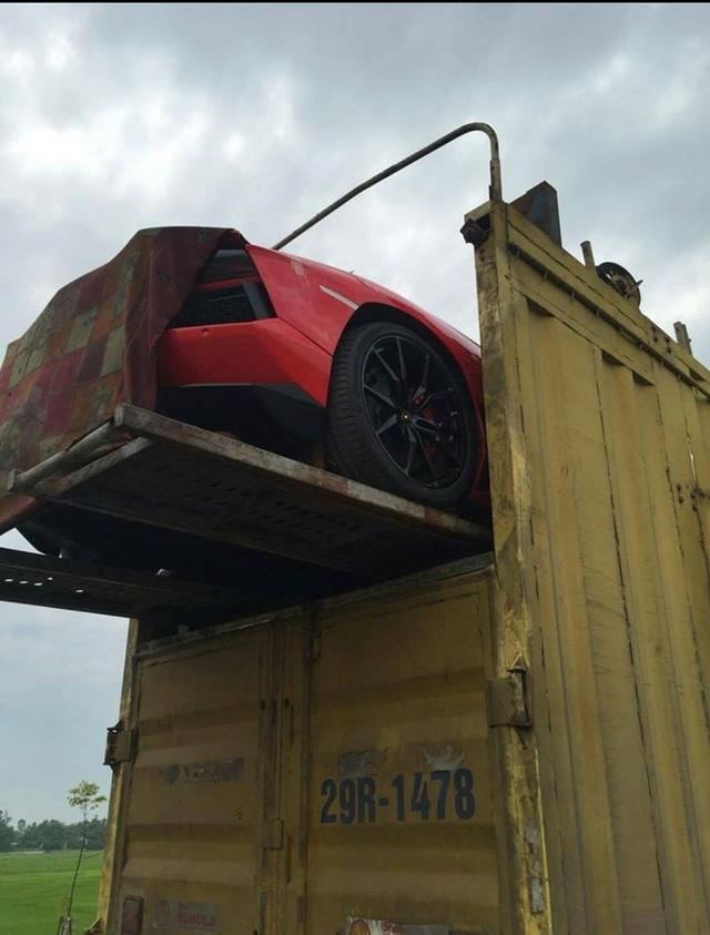 Màn vận chuyển Nam tiến của Lamborghini Aventador LP700-4 Roadster .