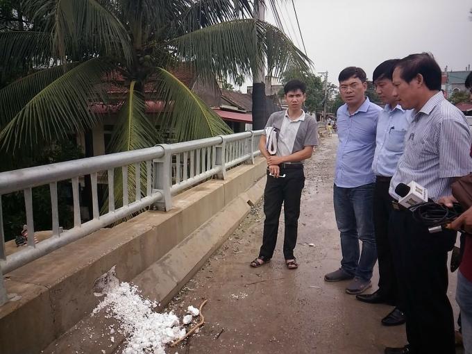 Trưa nay, ôngPhạm Hoàng Tuấn, Phó Giám đốc Sở GTVT Hà Nội đã có mặt tại công trường để kiểm tra.