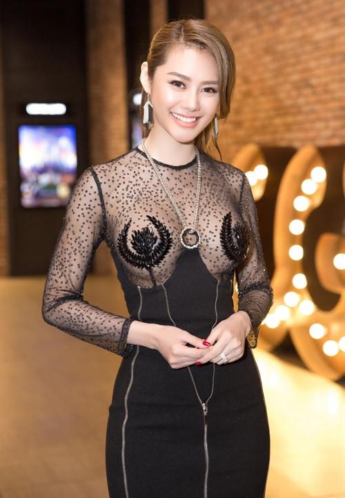 Từ khi sửa ngực, á hậu Linh Chi mặc siêu gợi cảm - 3