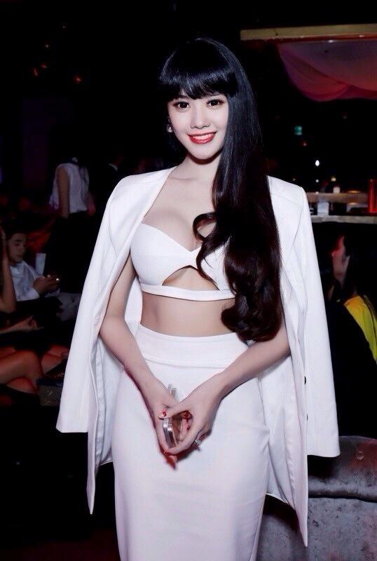 Từ khi sửa ngực, á hậu Linh Chi mặc siêu gợi cảm - 5