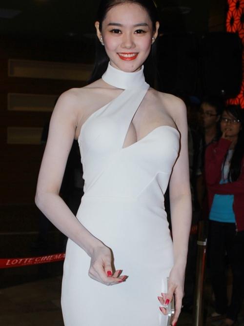 Từ khi sửa ngực, á hậu Linh Chi mặc siêu gợi cảm - 7
