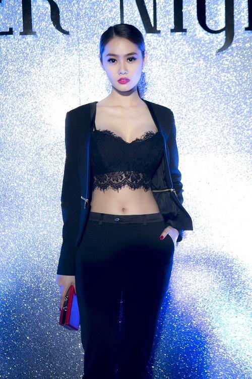 Từ khi sửa ngực, á hậu Linh Chi mặc siêu gợi cảm - 10