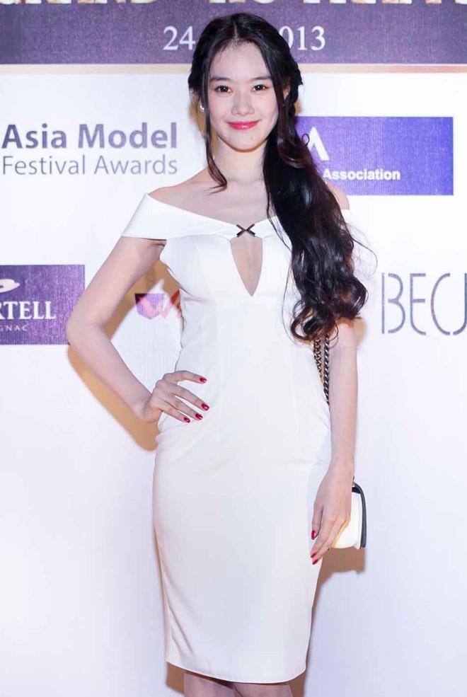 Từ khi sửa ngực, á hậu Linh Chi mặc siêu gợi cảm - 12