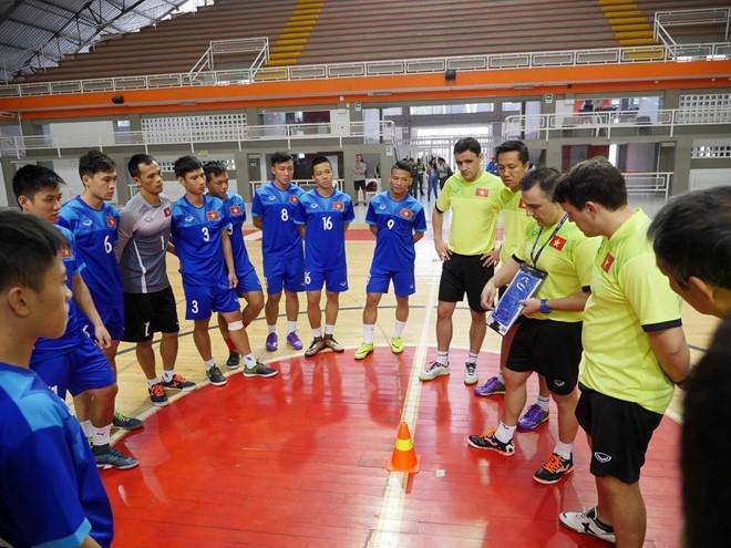 Tuyen futsal Viet Nam duoc an ngon tai Colombia hinh anh 4