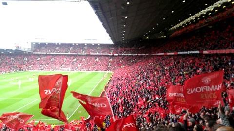 Vé chợ đen trận derby Manchester tăng chóng mặt