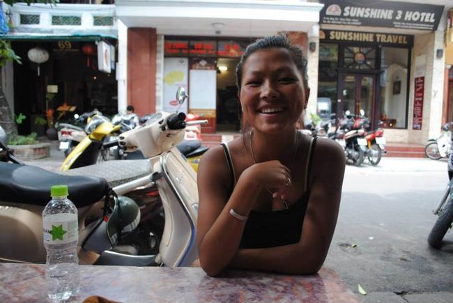Cô bé dân tộc nói tiếng Anh như gió ngày nào đã lấy chồng nước ngoài và có một em bé xinh xắn - Ảnh 3.