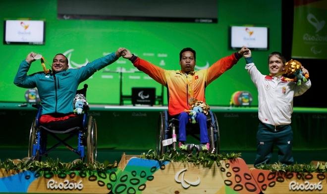 Đô cử Việt Nam nghẹn ngào khi nhận HC vàng Paralympic 2016 - ảnh thể thao