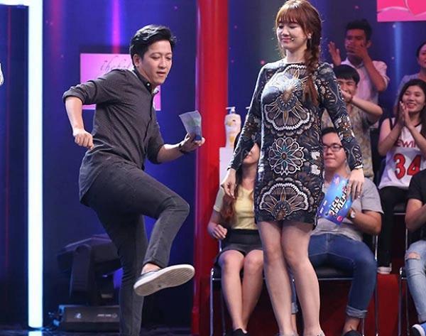 Hari Won mượn váy của mẹ Trấn Thành để mặc? - Ảnh 2.
