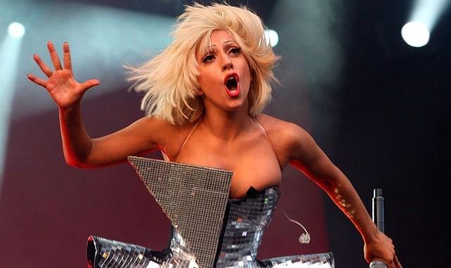Lady Gaga gay tranh cai ngay tro lai showbiz hinh anh 1