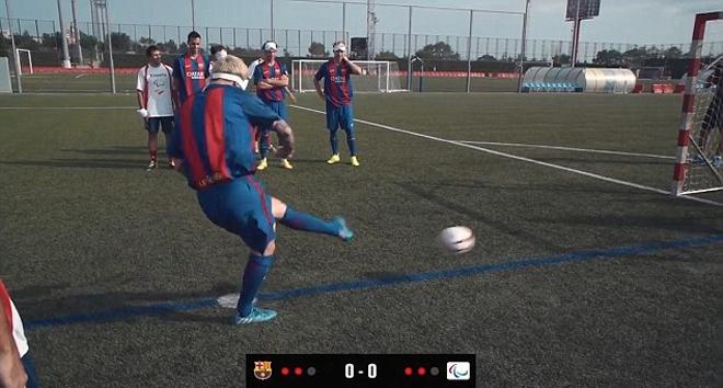 Messi bịt mắt, đá luân lưu với người khiếm thị - ảnh thể thao