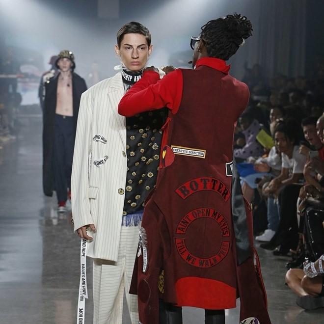 Nguoi mau de nguc tran tren san dien New York Fashion Week hinh anh 11